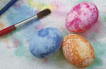 Decorating Easter Eggs article picture